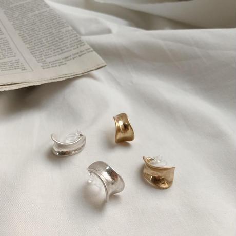 matte metal curve earring