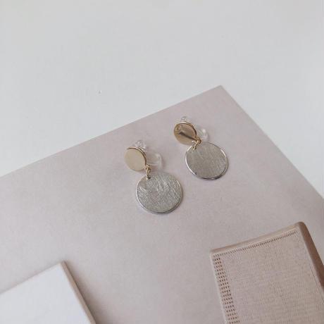 W circle earring