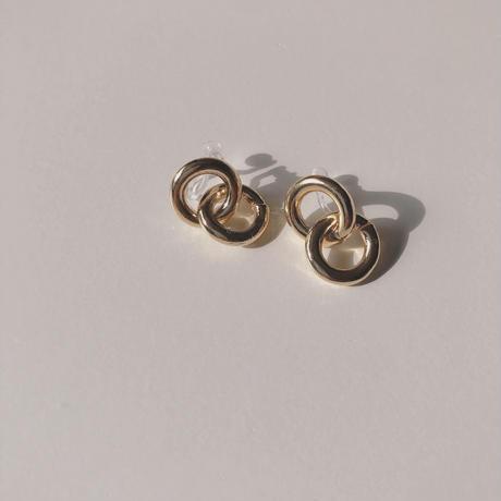 W circle ring earring
