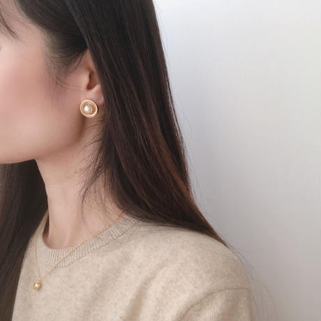 wire pearl earring