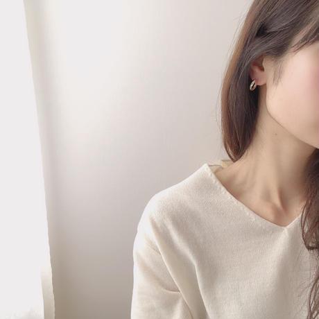C metal mini earring