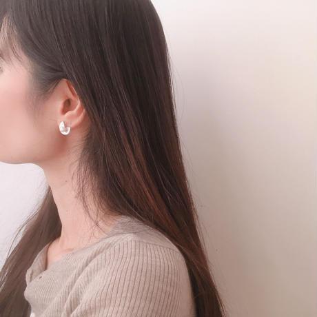 circle cut pearl earring