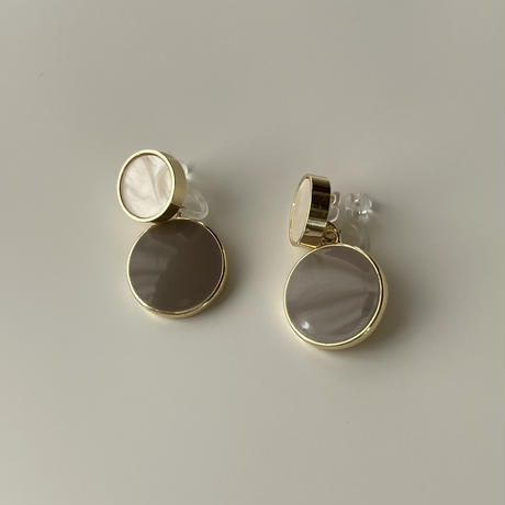 beige circle earrings