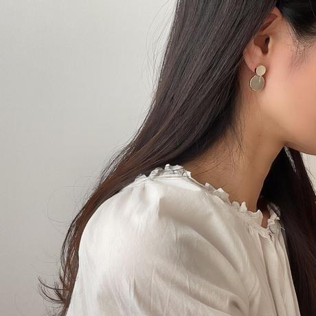 beige circle earrings