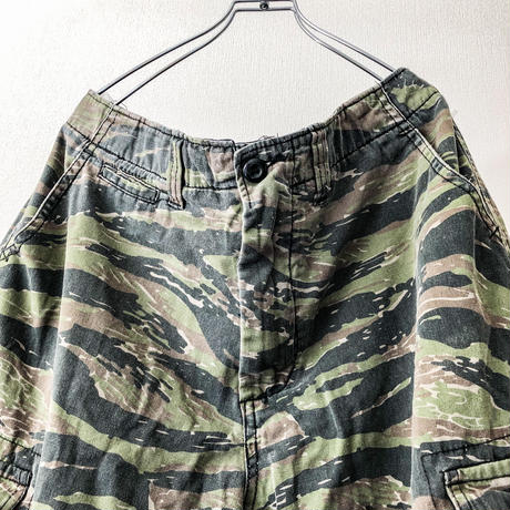 ~2000's US ARMY Tiger camo cargo shorts