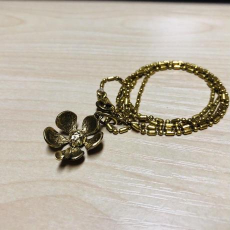 〔mauve〕オリジナル  ネックレス ミヤマキンポウゲと蝶