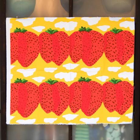 マリメッコ marimekko <Mansikkavuoret>キャンバス・ファブリック(イエロー)65×78cm 日本未入荷