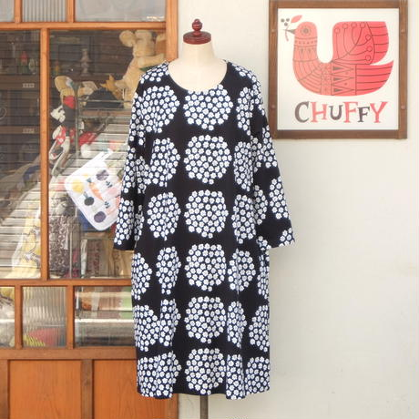 マリメッコ marimekko <Puketti>七分袖ワンピース(ジャージー・ブラック)大きなサイズ