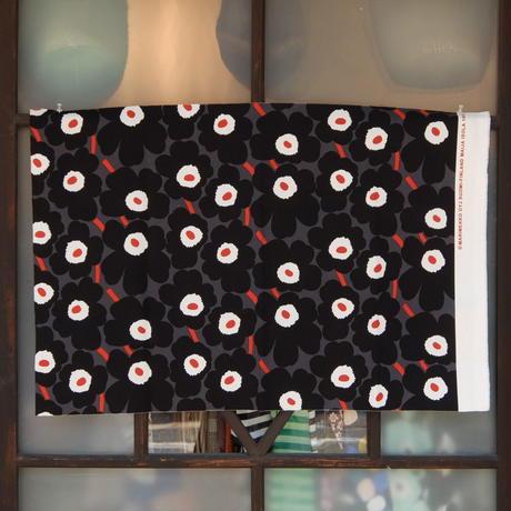 マリメッコ marimekko <Mini Unikko>コーティング・コットン・ファブリック(グレー×ブラック×レッド)50×77cm 日本未入荷