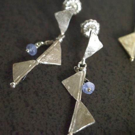 sankaku - silver     (写真 左)