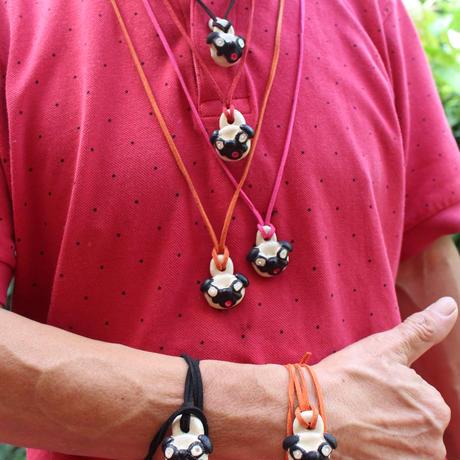 パグ陶器ネックレス