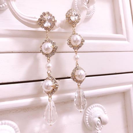 Simple pearl drop pierce