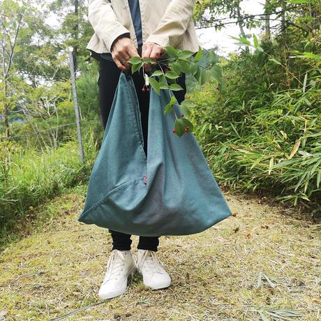 『リサイクルペットボトルデニム』トライアングルバッグMサイズ ネイビー・グリーン