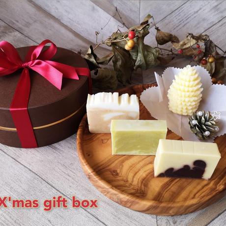 ★松ぼっくりキャンドルとナチュラルソープ3個のクリスマスボックス★