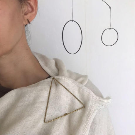 Twist Triangle Blooch