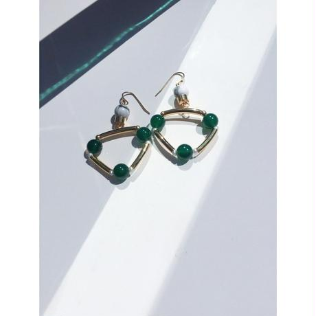 """TRIANGLE"" EARRINGS - GREEN ONYX x HOWLITE"