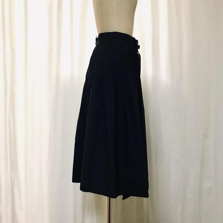 タイプライター タック巻きスカート 211S003  B. ブラック