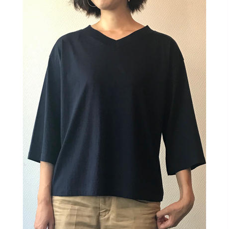V-neck three-quater sleeve tee