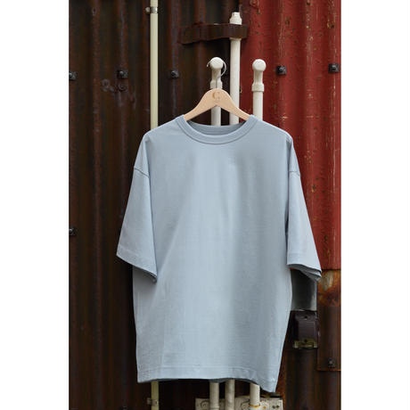 COMFORT-FIT TEE / SUMMER BLUE