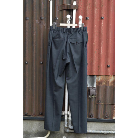 ORGANIC WOOL TROPICAL FLAT FRONT TROUSERS / CHARCOAL