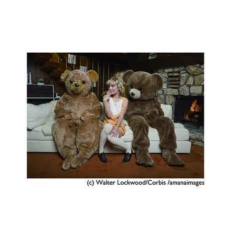 ポストカード【Goldilocks and the Three Bears】クマ/着ぐるみ/女性/ユーモア
