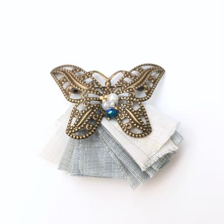 透かし蝶ブローチ