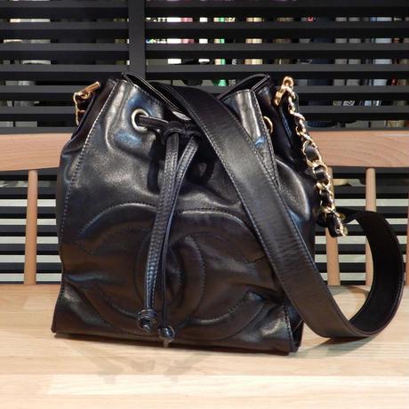 3433e9d0b4b7 超美品 シャネル 巾着ショルダーバッグ 斜め掛け 黒 ココマーク ヴィンテージ