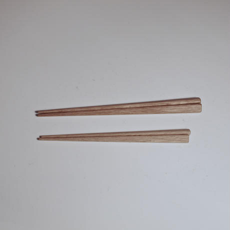 子ども用・正しい箸の持ち方をしている人の箸〈オイル仕上げ〉