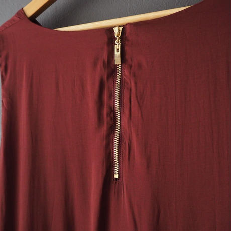 sleeveless V  dress WINE RED
