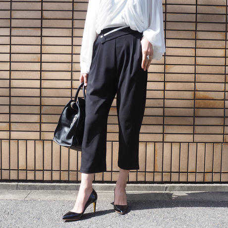 design belted ankle pants
