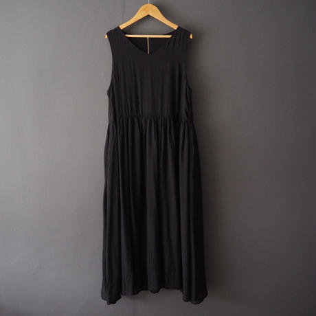 sleeveless V  dress BLACK
