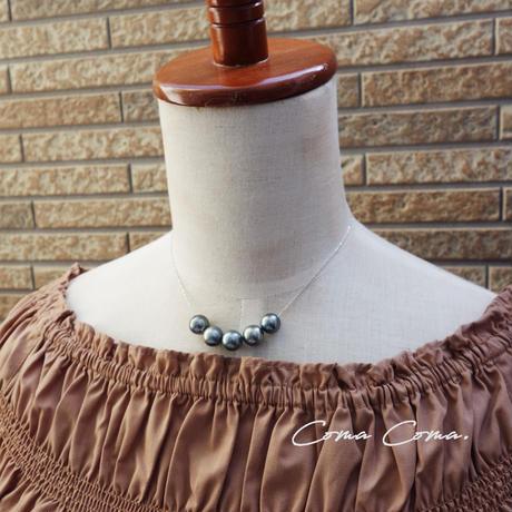 5つのタヒチアンパールのネックレス K18WG 黒蝶真珠