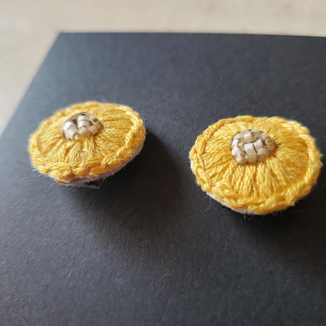 earrings  刺繍  yellow