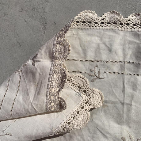 VTG Embroidered flower place mat