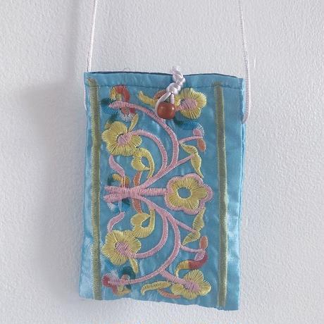 Flower embroidered mini pochette / Blue