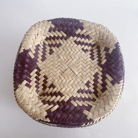 Mexican straw basket / purple