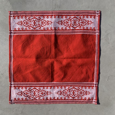 VTG Embroidered place mat / Red