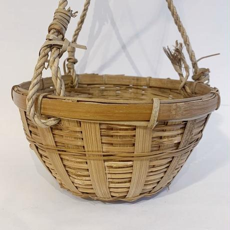 Hanging straw basket