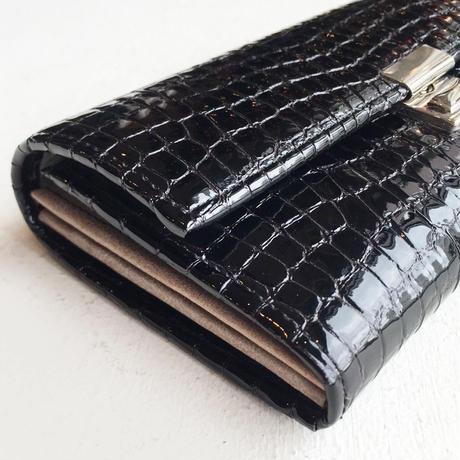 <women>isola(アイソラ)クロコ型押し・ギャルソン型・レザー長財布・ヌメア束入れ三段錠(11403)   / ブラック