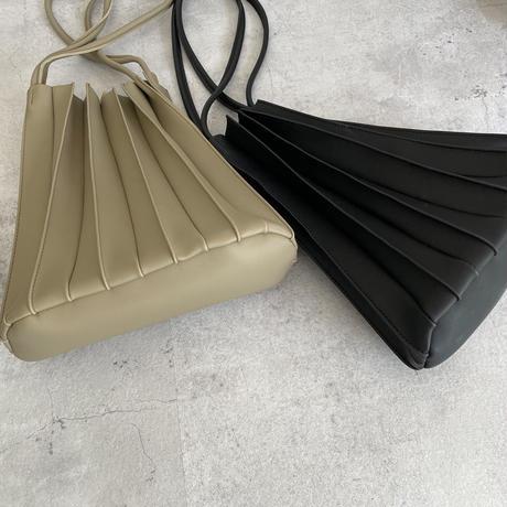 インナーポーチ付きプリーツデザインバッグ(2color)