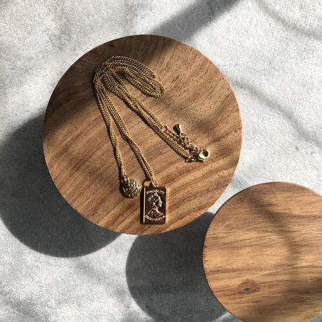 プレート重ねづけゴールドネックレス