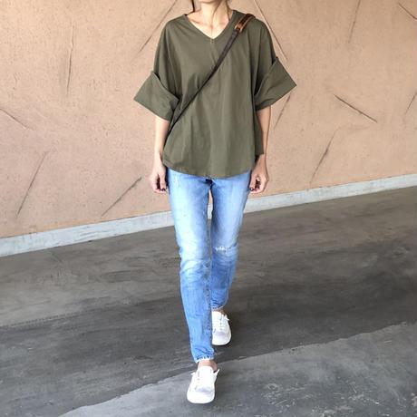 ゆる可愛い!袖ロールアップVネックTシャツ (3color)【クリックポスト対象商品】