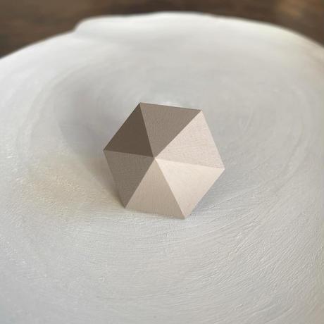 六角形イヤリング グレー