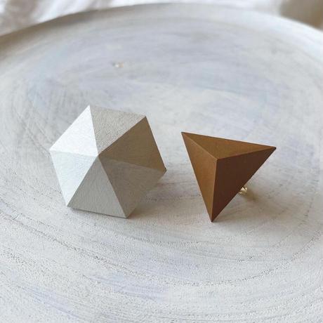 六角形&三角形イヤリング(セット) ホワイト/キャラメルブラウン