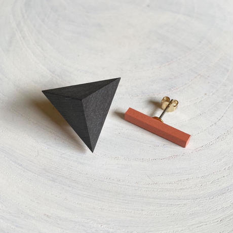 三角形&バー ピアス(セット) ブラック/コーラルピンク