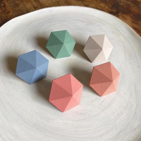 六角形ピアス シェルピンク