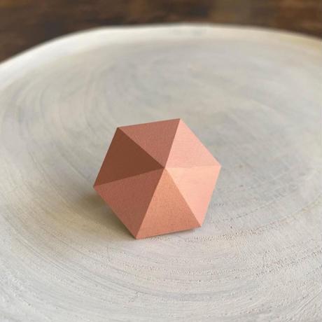 六角形イヤリング サーモンピンク
