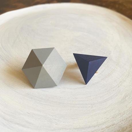 六角形&三角形イヤリング オリーブグレー/ネイビー