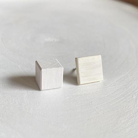 ダブルピアス(スクエア×キューブ) エッグシェル/ホワイト