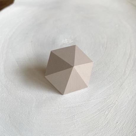 六角形ピアス グレーベージュ
